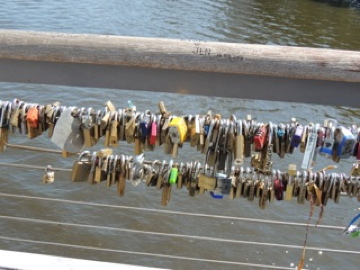 Where people leave locks (and keep the key to their heart)
